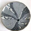 【古伊万里】凝った模様と彫り 染付け 大皿27.5cm【マラソン201401訳あり】