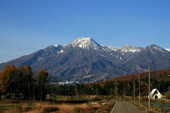 妙高山ここから夏には沢山の湧き水が流れて田んぼを潤います。
