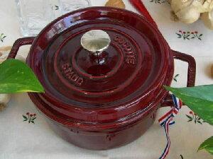 staub ストウブ の マジョリカ ラウンド 20は3〜4人用の使いやすい大きさの鍋です。staub スト...