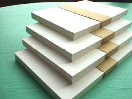 A6サイズ(ハガキサイズよりやや大きめ)厚めの紙200枚