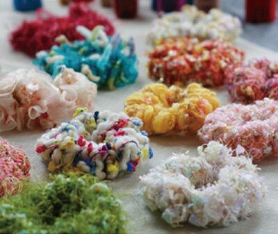 シャナリとした春夏糸で個性的に!ゆび編みで作れる!道具いらず!シュシュが10分でできます!...