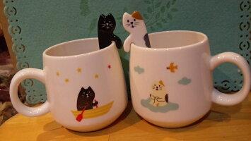 (^O^)/梅春新商品!!やっと入荷したニャ~*,.*~concombreまったり猫スプーン付きマグ~~手塗り!!*電子レンジ不可