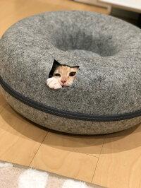 【送料無料】 猫の友社 にゃんドーナツ 洗えるフエルト製 ドーム型 猫 ベッド ケージ キャットハウス ねこハウス おもちゃ 玩具 遊び 家 ソファー 寝床 ハウス ギフト グッズ 雑貨 プレゼント 男性