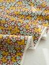 生地いっぱいの小さい花と蝶がちりばめられたコットン!お洋服やクッション、小物など様々なシ...