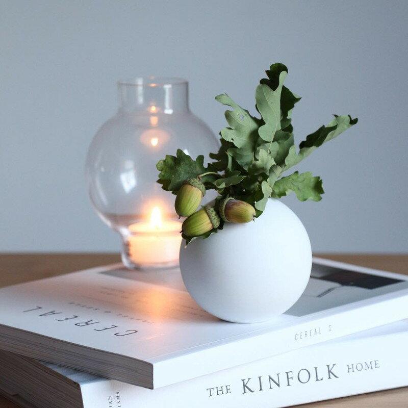 Cooee Design ボールフラワーベース 8cm ホワイト 花びん 北欧 スウェーデン