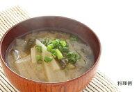日本スープの丸どりだしデラックスの和風味噌汁の料理例です。ガラスープより格段に美味しい丸鶏ブイヨンです。無添加無脂肪で離乳食から介護食、普段のお食事まで幅広くお使い頂けます