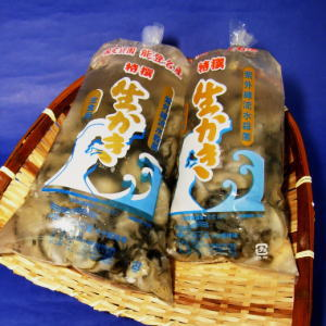 むき身!能登中島名産牡蠣 1kg海水温が低く水のきれいな能登中島。餌となるプランクトンが豊富...