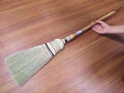 手編みの座敷ほうき中