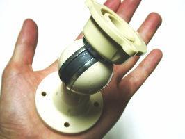 ワンタッチドアホルダー縦横自由に戸当たりを取り付ける。