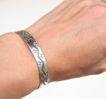 IndianjewelryインディアンジュエリーバングルチップインレイバングルRaymondBegayメンズ・レディースプレゼントにも♪