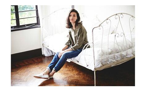 デニム工場で経験豊かな人の手によって加工されたデニムは自然な風合いながら立体的で美脚効果もバツグン♪