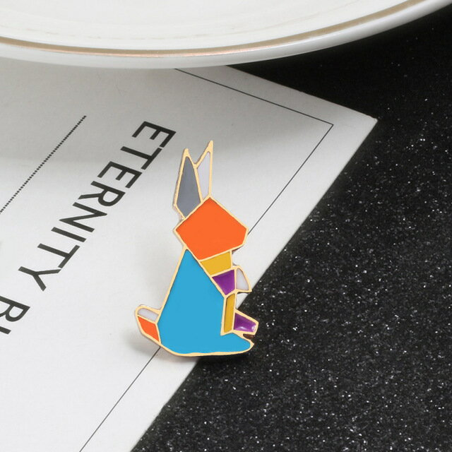 ピンズ ピンバッジ ブローチ (うざき ウザキ 兎 右向) アニマル 動物 折り紙 折紙