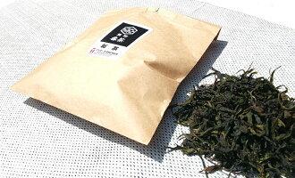 紀州熊野番茶染めキャンバスミニトート《新茶お試しセット》紀州熊野の番茶で手染めしたミニトートバッグ+今年摘みたての新番茶をセットしてお届け。》摘む・釜炒り・揉み・ほぐし・天日乾燥と、手間ひまかけ熊野独特の製法で仕上げた「熊野番茶」もぜひご堪能ください。