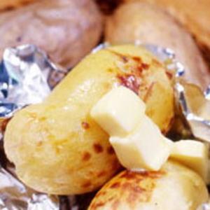 チーズラクレット、森のカムイ同梱人気の十勝産メークイン10kgセット 【i】【smtb-TK】