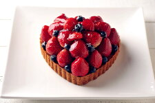 ハート型のいちごとブルーベリーのタルトバースデーケーキ、記念日ケーキ用に!記念日☆【バースデイケーキ】