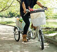 小柄な方にも操作しやすい、一回り小さい16型三輪自転車ミムゴ ノーパンクタイヤ ロータイプ三...
