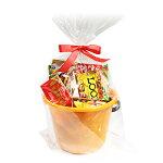 (地域限定送料無料)カルビー・グリコも入ったスナック&チョコレートいっぱいバケツ入りラッピングセット(10種・計16コ)Bプチギフトおかしのマーチ(omtma5996k)
