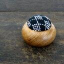 刺し子と楢材の組み合わせが美しい遊佐刺し子 丸型ピンクッション
