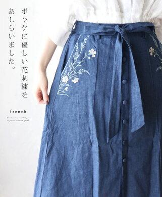 ポッケに優しい花刺繍をあしらいました。