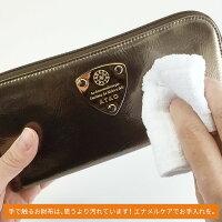手で触るお財布は思うより汚れています。