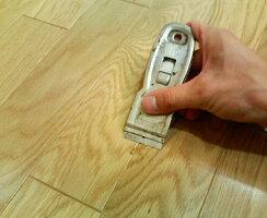 【ワックス前の床面清掃やコンロの油コゲ除去に】ハンディスクレイパー