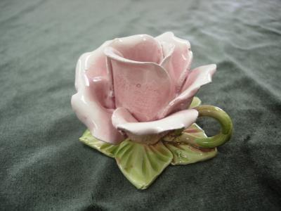 淡い色合いの上品な陶器です【イタリア製】 薔薇のキャンドルホルダー
