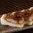 【鯉どころ常陸の国】鯉寿司1食分(1箱) 贈答品やお土産として。鯉の照り焼きを、茨城県産コシヒカリを使用したシャリで押し寿司に。タレづくりから鯉の仕込みまで、コモリ食品の職人がひとつひとつ丹念に仕上げた鯉寿司。 - おとどけストア