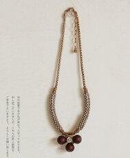 小物使いが贅沢すぎるネックレス