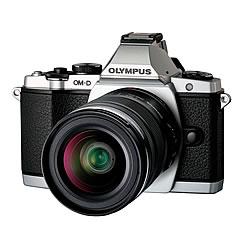 OLYMPUS OM-D E-M5 レンズキット シルバー【新品】【在庫品】[送料無料 (一部特殊地域を除く)]