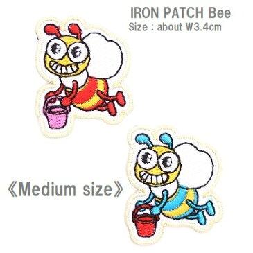 ワッペン バケツで蜜を運ぶ蜂(ハチ) 高さ4.2cm前後 《刺繍ワッペン アイロンワッペン アップリケ 動物ワッペン》