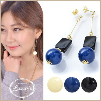 Pretty blue-black blue black and white wedding ceremony handicraft charm parts Luxury's where the pierced earrings ball lady's overswinging size monotone volume swing motif that I hang, and an adult catch does not fall which decides it, and shakes is pre