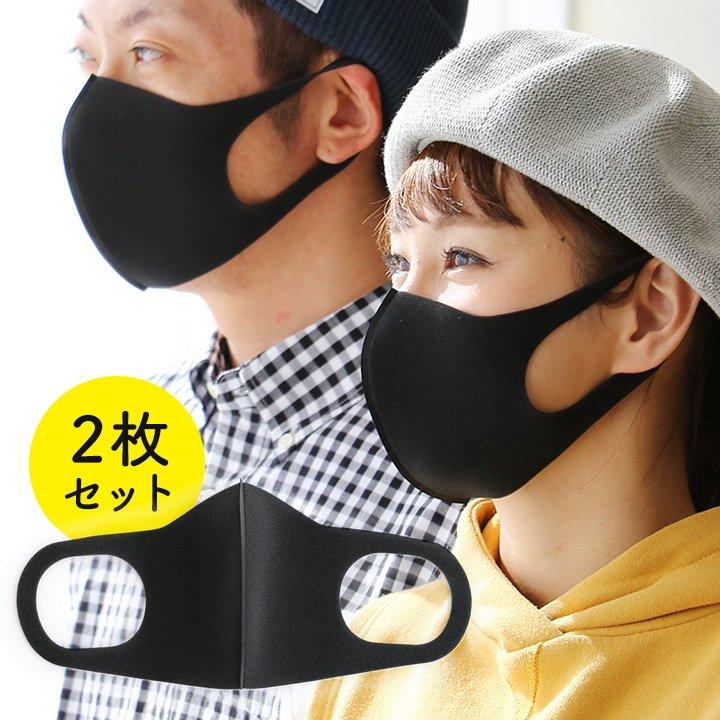 マスクが個性的なオシャレを引き立てる。