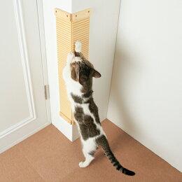 爪とぎキズをきれいに隠して猫は楽しくガリガリ♪諦めていた爪とぎ跡を隠せる!狭い場所にもぴったり貼れる爪とぎボード。