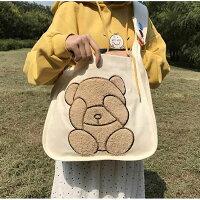 クマさんの大きな刺繍入り!A4雑誌がすっぽり入るショルダーバッグ(全2色)