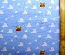 キャラクター 生地 トイストーリー ( ブルー ) 柄番号37 ( 2019 - 2020 ) シーチング ( 布 綿100% ) 生地幅−約104cm ( ディズニー トイ ストーリー ウッディ バズ 壁紙 雲柄 ) 1