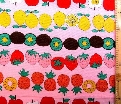 ★現品限りです(廃番になりました) プリント生地 布 果物畑 ( ピンク ) オックス ( 綿100% ) 生地幅−約108cm ( フルーツ スイカ イチゴ キウイフルーツ レモン パイナップル オレンジ リンゴ かわいい