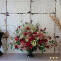 スモークツリーとバラのフラワーアレンジメント