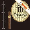 品 名  トリニダッド レジェス      英 名  Trinidad Reyes       商 品 説 明  元はトリニダッドはカストロ議長や政府高官のみが手に出来た専用ブランド。 コイーバと同様に政府専用のシガーとしてのみ生産され、その後、1998年に一般市場にて発売されるようになりました。 キューバで最高の葉たばこ生産地ヴェルタ・アバホで収穫された葉を、コイーバの生産工場エル・ラギートで仕上げた究極の逸品です。喫煙時間は約30分。      メ モ  美味しい!今までコイーバのシグロ1だったけど、一度試してみると200円差ならこちらの方がいいかも・・・。輸入量に限りがあるため品切れることも多々あるようですが、世界最高峰の味わいが、この価格で楽しめるなら安い!? 評価 YUZO'S BEST      商 品 詳 細          生産地      キューバ共和国            サイズ      全長110mm 直径15.87mm 40RG             強さ         [ミディアム]               形 状         [レイジェス]               スタイル      [プレミアムシガー] [ショートサイズ]            カットの有無         [要カット]               ケース入数      [24本・木箱入]               輸入元         インターコンチネンタル商事株式会社               販売店         リカープラザ大越酒店            ユネスコの世界遺産に指定されたキューバの古都の名を冠したこのブランドは、1969年に誕生されました。 かつてのコイーバが、国賓や外交用葉巻として生産されていたのと同様に、トリニダッドも1998年の一般市場へのリリースまでの約30年間は、キューバ政府専用の幻の葉巻でした。 ヴェルタ・アバホ産の良質なタバコ葉のみを使用して、最高の職人が巻き上げた葉巻は、全て