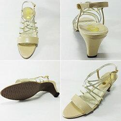 【プリーズ・アーチ】13-63211華奢なデザインが女性らしさを引き立ててくれるサンダル。