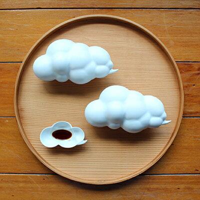 食卓にもくもく立体的な雲。