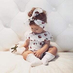 送料無料ベビーロンパース ノースリーブ ラッフルカラー ヘアバンド付き ベビー服 子供用 キッズ 股下スナップボタン サクランボ柄 チェリー 夏 ボディスーツ ボディースーツ 可愛い かわいい 女の子 女児 赤ちゃん 幼児 子供服 子ども服 こども服