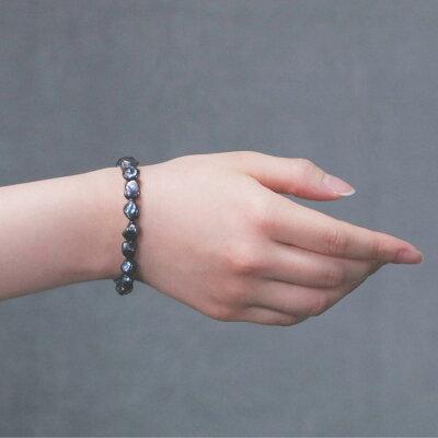 紫陽花色の淡水真珠バロックブレスレットの着用写真