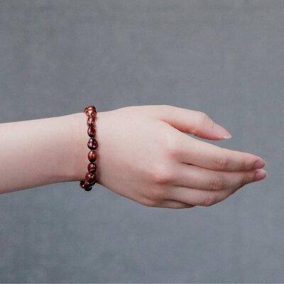 吾亦紅色の淡水真珠バロックブレスレットの着用写真