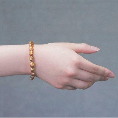 向日葵色の淡水真珠バロックブレスレットの着用写真