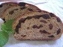 オーガニックレーズンがたっぷり入った全粒粉100%のパンです全粒粉100%レーズンパン