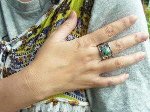 ハンドメイドシルバーリング指輪幅広いぶし銀黒仕上げスパイダーウェブターコイズ(トルコ石)スタンプワークネイティブスピリットラグ模様一点もの【22.3号】