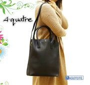 本革のような質感で上品な雰囲気の大人なバッグ