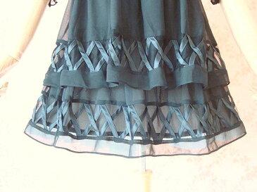 【シルク】胸元華やかなビーズ刺しゅう裾のデザインが素敵な2段フレアワンピース