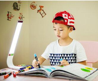 天然光 LED 燈 LED 檯燈學習燈閱讀檯燈 180 度自由轉動 ! 6 語氣輕 3 模式音調、 色彩時尚 usb 介面的桌面輕觸摸可用 4 色