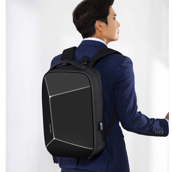 c165e63b14d0 斬新なデザインと高品質の素材を用いたバッグは、多忙な都市生活を営む人にとっておすすめ! ・通勤.通学から普段の外出にも便利な、サイズに仕上がりました。